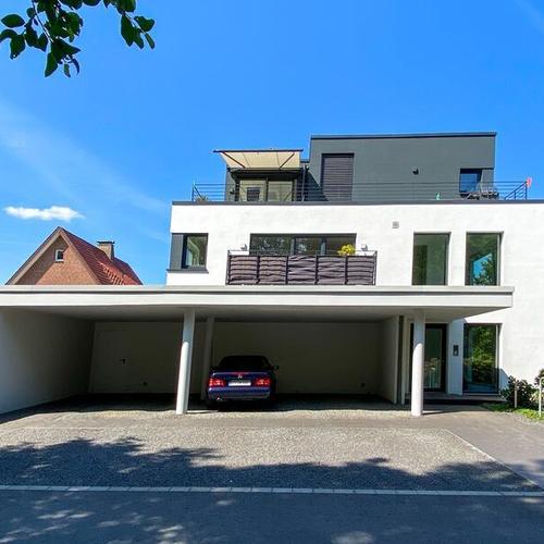 Wohnhaus mit Carportanlage